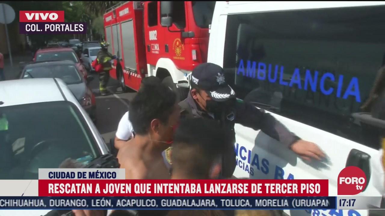 FOTO: 11 de julio 2020, bomberos rescatan a hombre que amago con lanzarse de hospital en la colonia portales