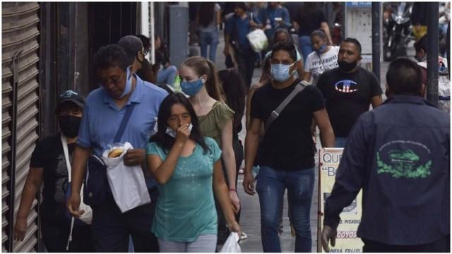 Personas con cubrebocas en México
