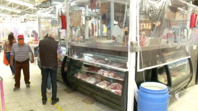 Comerciantes del Mercado Álamos, en CDMX, construyen espacio seguro contra coronavirus