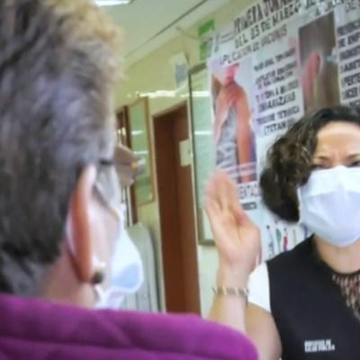 Con lenguaje a señas comunican a médicos y pacientes sordos en Centro de Salud en CDMX