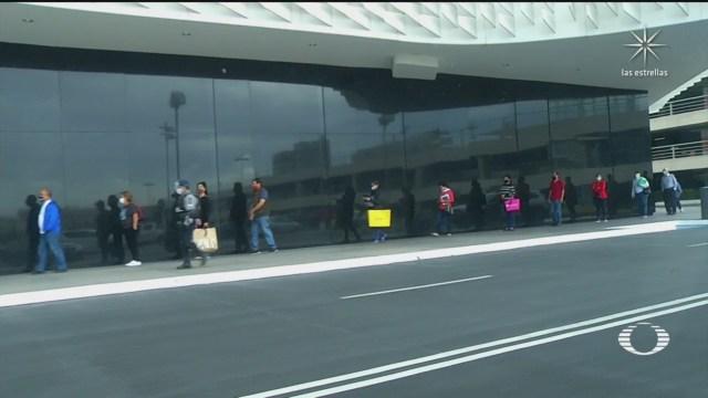 habitantes de CDMX pasean por centros comerciales tras confinamiento