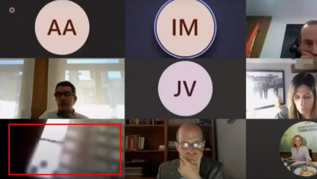 Concejal Bernardo Gustillo en la Ducha, durante Videoconferencia, Video