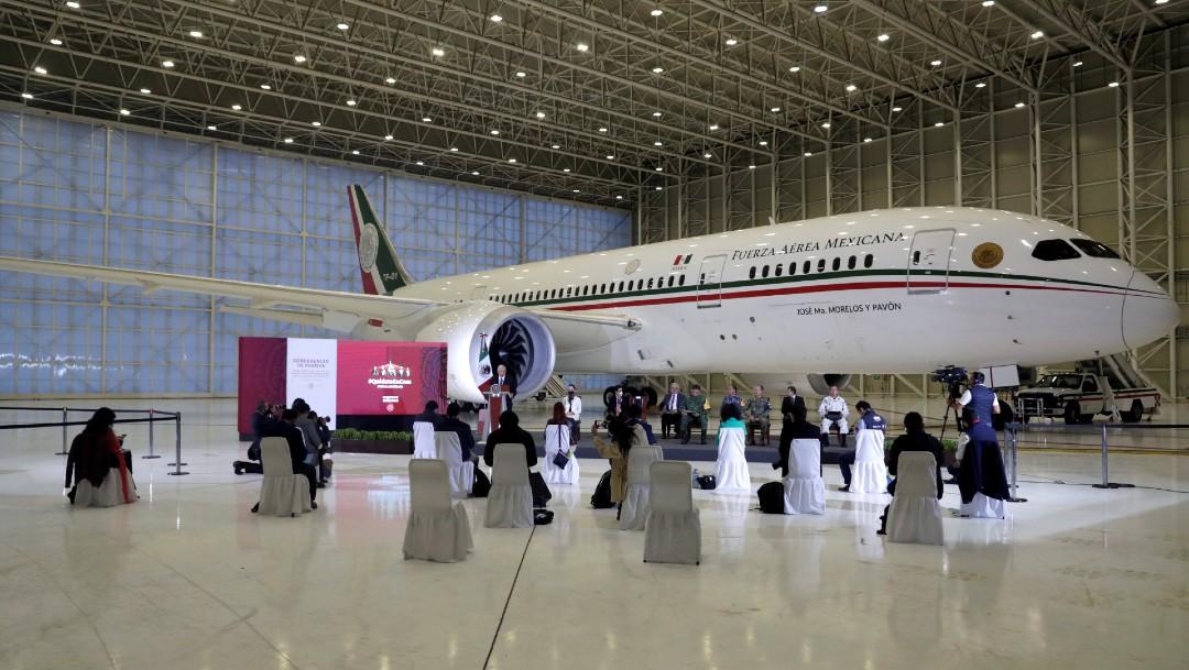 Conferencia de prensa AMLO con avión presidencial