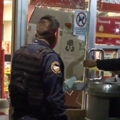 Detienen a dos hombres por asaltar tienda de conveniencia en la GAM, en CDMX