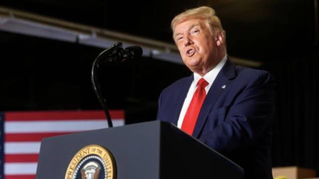 """El presidente Donald Trump llamó """"incompetente"""" a su rival electoral Joe Biden; según encuestas, la diferencia entre el demócrata y el republicano es de hasta 15 puntos"""