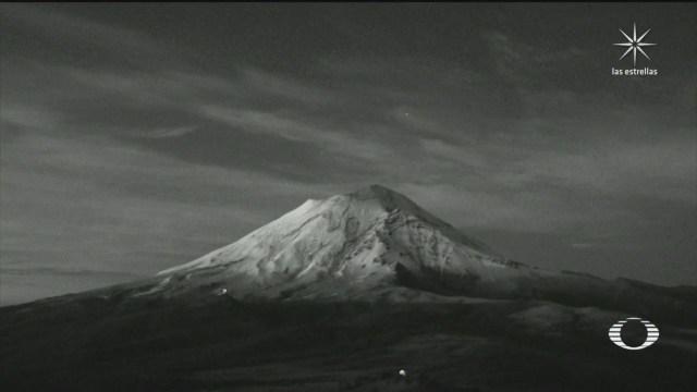 este viernes el Popocatépetl e Iztaccíhuatl amanecieron cubiertos de nieve