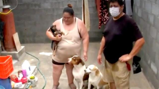 Familia García y sus tres perritos se despiden de su hogar tras el paso de Hanna en Reynosa