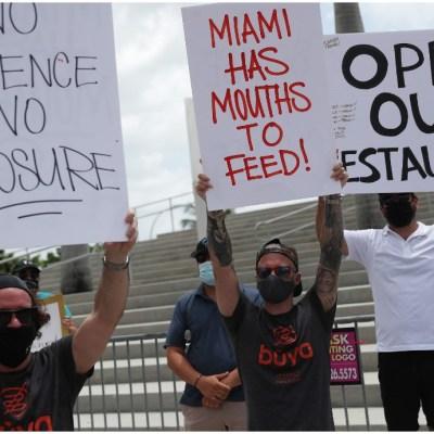Manifestantes en calles de Florida