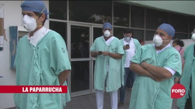 personal de salud que atiende personas con síntomas de coronavirus