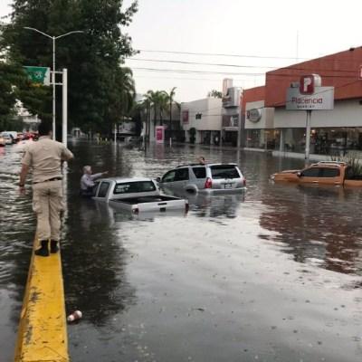 Fuerte tormenta y granizada causa inundaciones en Jalisco