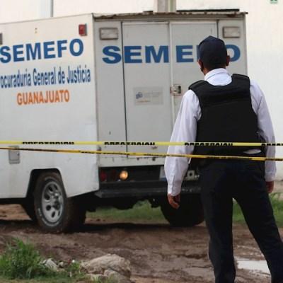 Miembros de la Guardia Nacional y de Seguridad Pública del Estado vigilan un Centro de Rehabilitación en Irapuato, Guanajuato