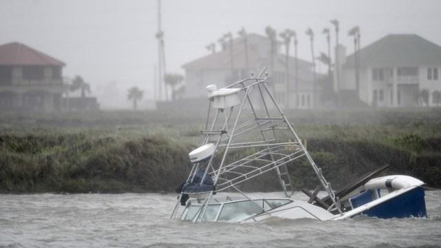 'Hanna' se debilita a tormenta tropical sobre el sur de Texas