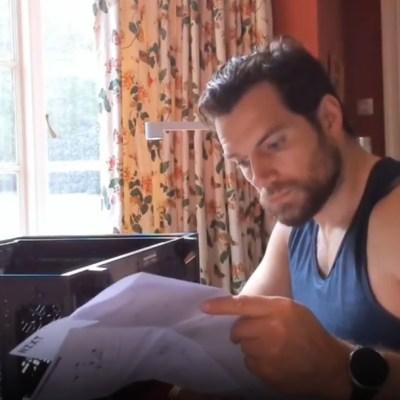Video: Henry Cavill enseña cómo armar una PC Gaming