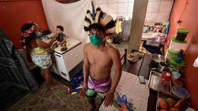 Una familia de indígenas pataxós, en Brasil, durante la pandemia de coronavirus COVID-19