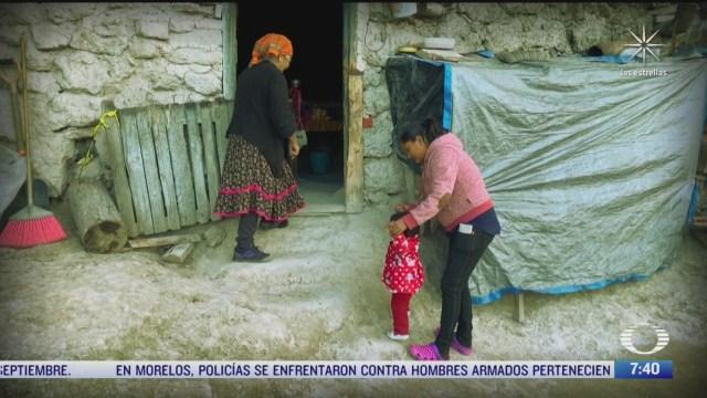 mujeres raramuris habitan en cueva en chihuahua