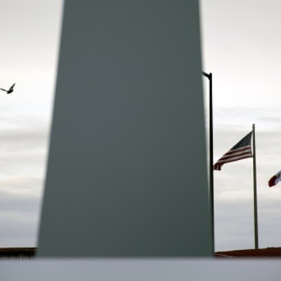 Trump critica muro fronterizo financiado por sus partidarios