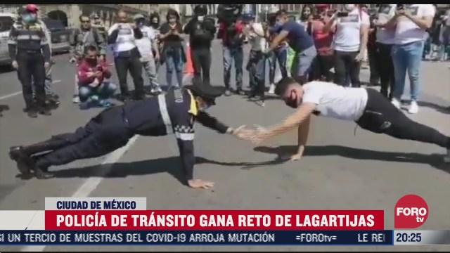 Policía de CDMX gana reto de lagartijas contra deportista en el Zócalo durante una protesta de gimnasios