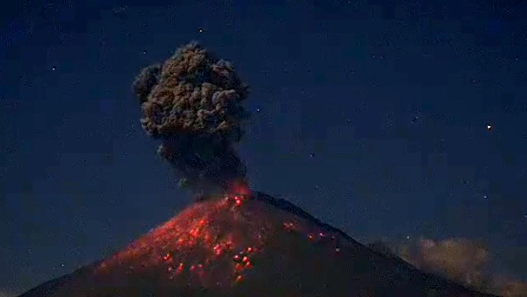 Popocatépetl registra más de 18 horas de intensa actividad y expulsión de material incandescente