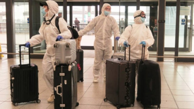 Reino Unido exime de cuarentena a viajeros de países con menos COVID-19