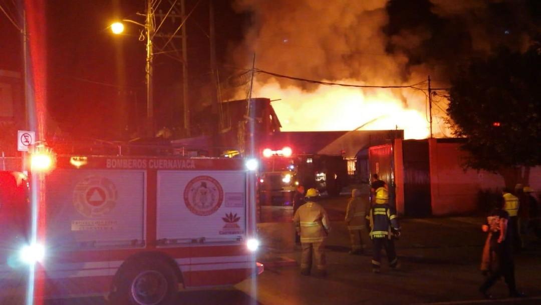 Se registra fuerte incendio en zona industrial CIVAC de Cuernavaca, Morelos