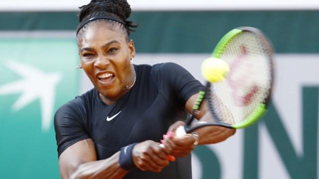 La tenista estadounidense Serena Williams jugando Roland Garros