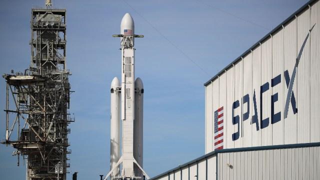 SpaceX posterga lanzamiento de minisatélites