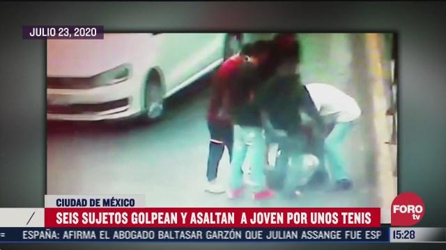 sujetos golpean a un joven para robarle los tenis