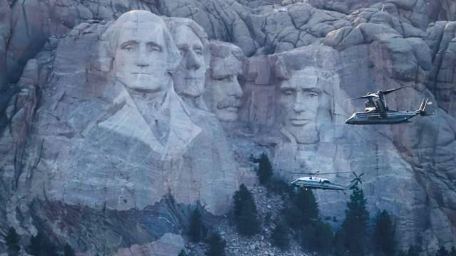 Trump aviva división racial en discurso en Monte Rushmore, previo al 4 de Julio