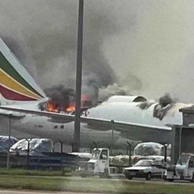 Un avión de carga de Ethiopian Airlines se incendia en el aeropuerto de Shanghai