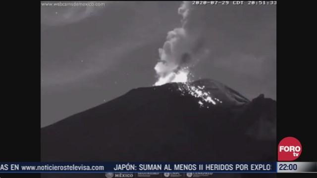 volcan popocatepetl lanza material incandescente