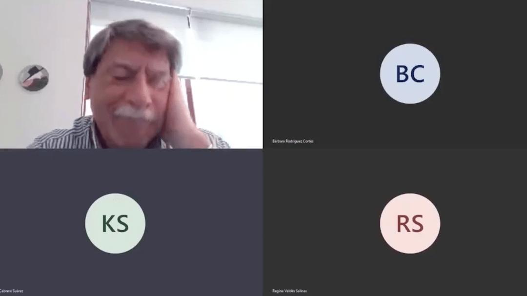 Alumnos Consuelan Profesor Triste Video