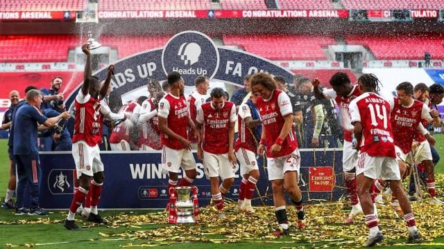 El Arsenal de Mikel Arteta se impuso con voltereta 2-1 sobre el Chelsea de Frank Lampard; el gabonés Pierre Aubameyang marcó los tantos de los 'gunners'