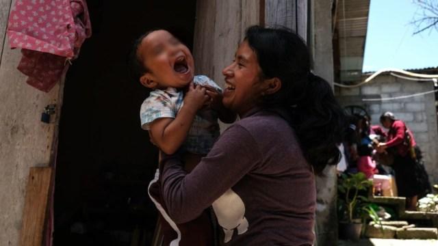 Así fue el reencuentro del bebé tzotzil Dylan Esaú con su madre Juanita Pérez