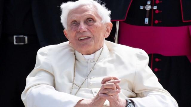 El papa emérito Benedicto XVI está 'extremadamente frágil': biógrafo