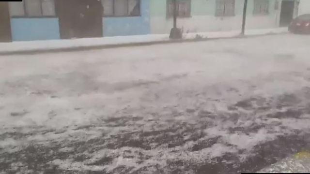 Se registra intensa lluvia y granizada en Puebla