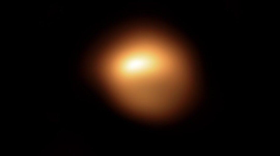Hubble capta oscurecimiento de estrella Betelgeuse por polvo