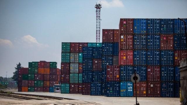 Contenedores con productos mexicanos para exportación