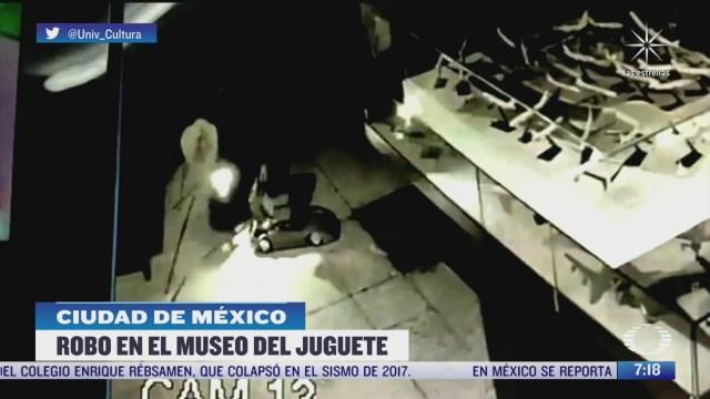 delincuente roba carritos de coleccion en museo de la cdmx
