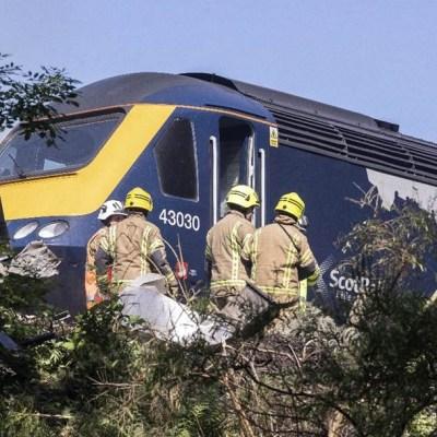 Descarrila tren en costa este de Escocia; reportan varios heridos