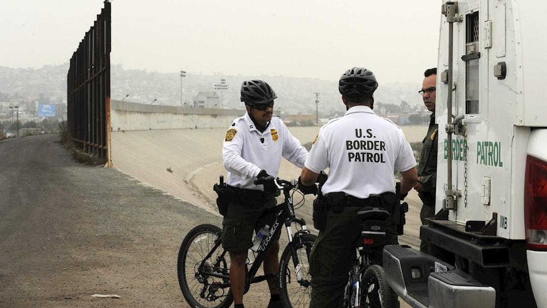 La Casa Blanca circula una propuesta que daría a las autoridades fronterizas la capacidad de bloquear la entrada a estadounidenses y residentes permanentes si se sospecha que están contagiados con el coronavirus