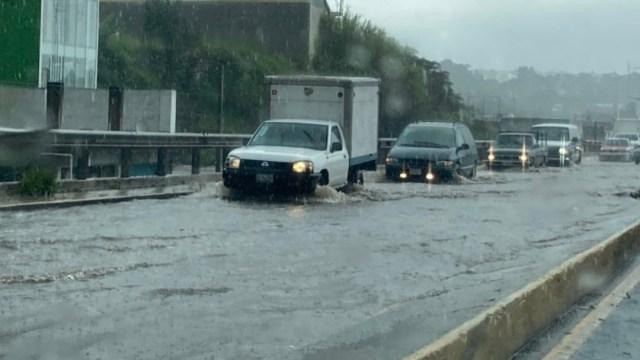 Lluvias y vientos causan severas afectaciones en Xalapa, Veracruz y Comitán, Chiapas