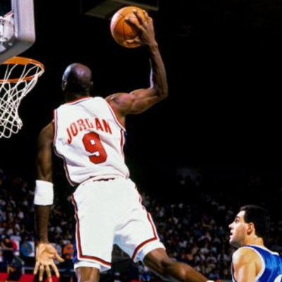 Subastan tenis de Michael Jordan en 615 mil dólares y rompe récord mundial