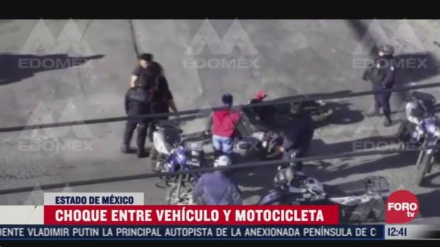 motociclista se pasa el alto y es embestido por un auto en edomex
