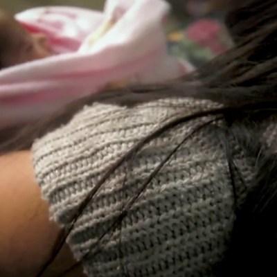 Mujer embarazada da a luz en calle de Tecámac tras negarle atención médica en varios hospitales