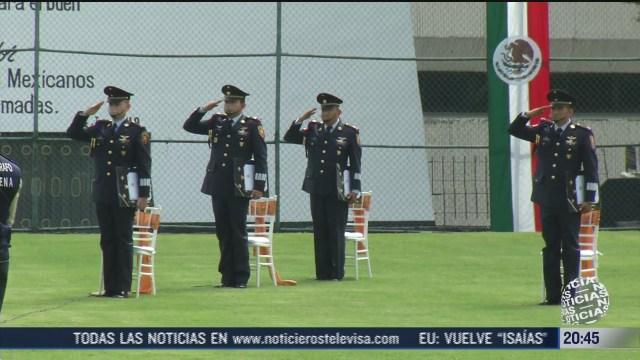 mujer militar se gradua bajo estrictas medidas sanitarias