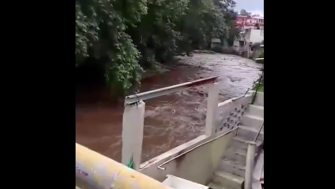 Buscan a niña de ocho años arrastrada por un río en Coatepec, Veracruz