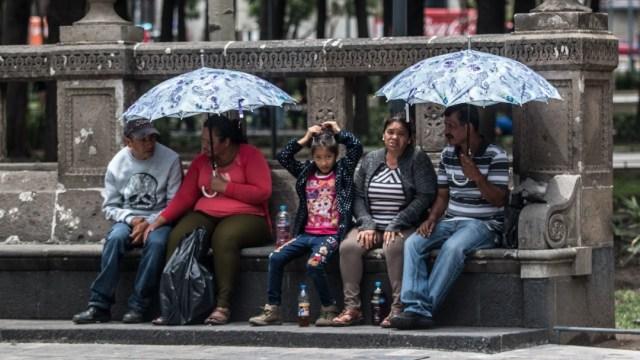Personas con paraguas en la Ciudad de México
