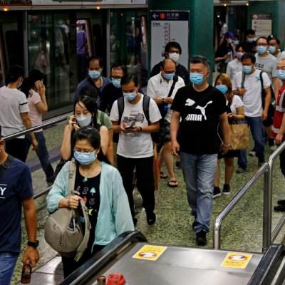 Personas en el Metro de Hong Kong