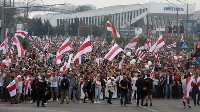 Decenas de miles de personas han vuelto a salir a las calles de toda Bielorrusia para protestar
