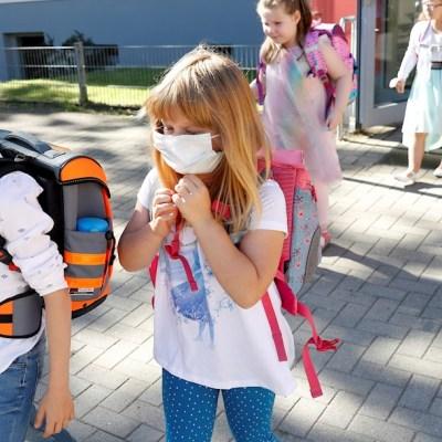 Alemania inicia regreso gradual a la escuela con debate en torno a cubrebocas